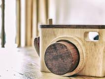 Macchina fotografica di legno del giocattolo Immagini Stock Libere da Diritti