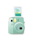 Macchina fotografica di polaroid isolata con l'immagine in bianco su un fondo bianco Fotografie Stock