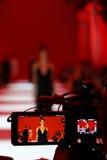 Macchina fotografica di Televison che trasmette per radio una sfilata di moda Fotografia Stock Libera da Diritti