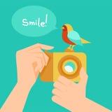 Macchina fotografica digitale di vettore ed uccello del fumetto Fotografie Stock Libere da Diritti