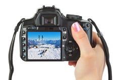 Macchina fotografica a disposizione e vista dell'Austria di inverno Fotografia Stock