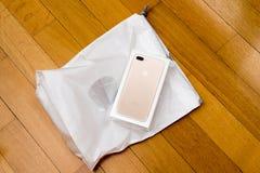 Macchina fotografica doppia più di IPhone 7 che unboxing Immagine Stock