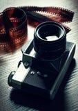 Macchina fotografica e pellicola fotografica Immagini Stock
