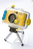 Macchina fotografica impermeabile sul treppiedi Fotografia Stock