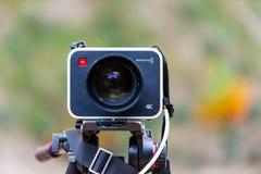 Macchina fotografica 4K di produzione di progettazione di Blackmagic su un treppiede Immagini Stock