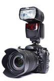 Macchina fotografica, lente e flash di DSLR Fotografie Stock