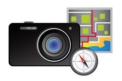 Macchina fotografica, mappa e bussola - concetto di viaggio Immagini Stock Libere da Diritti