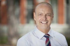 Macchina fotografica matura di Smiling At The dell'uomo d'affari Immagini Stock Libere da Diritti