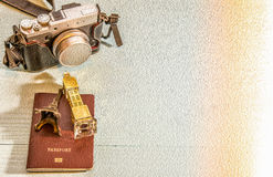Macchina fotografica, modello della torre Eiffel, modello di Big Ben, passaporto, Fotografie Stock