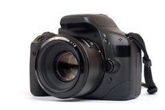 Macchina fotografica moderna di DSLR con la cinghia Isolato su bianco Immagini Stock Libere da Diritti