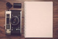 Macchina fotografica nello stile d'annata Fotografia Stock Libera da Diritti