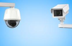 Macchina fotografica o videocamera di sicurezza del Cctv su fondo blu Fotografia Stock Libera da Diritti