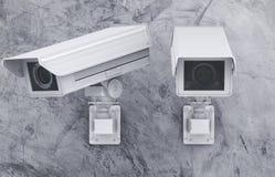 Macchina fotografica o videocamera di sicurezza del Cctv sul fondo del cemento Immagine Stock