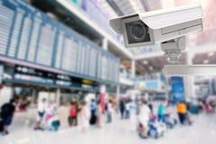 Macchina fotografica o videocamera di sicurezza del Cctv sul fondo dell'aeroporto Fotografie Stock Libere da Diritti