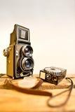 Macchina fotografica reflex della vecchia gemello-lente con l'esposimetro Immagini Stock
