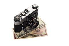 Macchina fotografica sui dollari Fotografia Stock Libera da Diritti