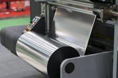 Macchina imballatrice automatica con il sacchetto di plastica e la scatola di carta Fotografia Stock