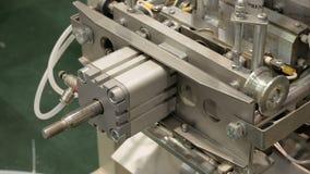 Macchina imballatrice della fabbrica con i tubi ed i rotoli archivi video