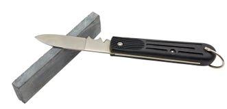 Macchina per affilare i coltelli e coltello isolati su bianco Fotografia Stock Libera da Diritti