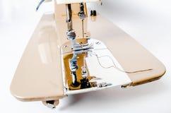 Macchina per cucire elettrica e crema Fotografia Stock Libera da Diritti