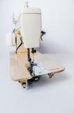 Macchina per cucire elettrica e crema Fotografie Stock