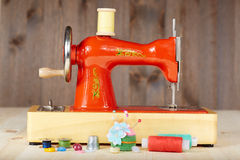 Macchina per cucire manuale d'annata Fotografie Stock