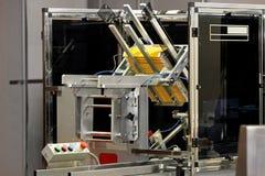 Macchina per l'imballaggio delle merci della scatola Fotografia Stock Libera da Diritti