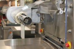 macchina per l'imballaggio delle merci di fabbricazione Fotografia Stock Libera da Diritti