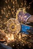 Macchina per la frantumazione nell'azione con le scintille luminose Fotografia Stock Libera da Diritti