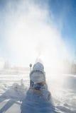 Macchina per neve artificiale ad una stazione sciistica Immagine Stock