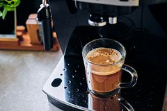 Macchina professionale del caffè per uso domestico immagine stock