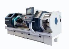 Macchina professionale del tornio di CNC di fabbricazione isolata su un fondo bianco Concetto industriale immagine stock libera da diritti