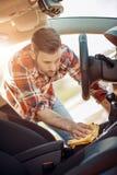 Macchina pulita di Washington dell'automobile, lavaggio di automobile con la spugna e tubo flessibile Immagini Stock Libere da Diritti