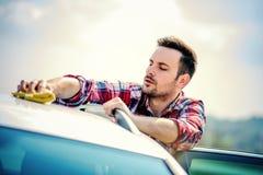 Macchina pulita di Washington dell'automobile, lavaggio di automobile con la spugna e tubo flessibile Fotografia Stock Libera da Diritti