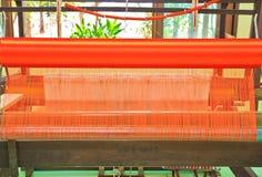 Macchina tessuta tailandese della seta Immagini Stock