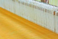 Macchina tessuta tailandese della seta Immagini Stock Libere da Diritti