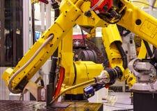 Macchina utensile robot della mano alla fabbrica astuta di fabbricazione industriale fotografia stock