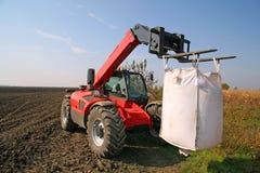 Macchinario agricolo con il sacchetto dei semi del weath Fotografia Stock