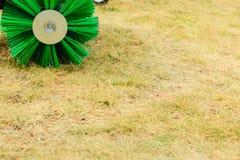 Macchinario di agricoltura, macchina del fieno con la grande spazzola Immagini Stock Libere da Diritti