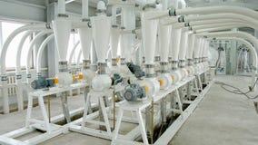 Macchinario elettrico del mulino per la produzione della farina di frumento Attrezzatura del grano grano agricoltura industriale Fotografie Stock Libere da Diritti