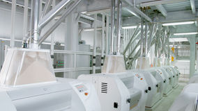 Macchinario elettrico del mulino per la produzione della farina di frumento Attrezzatura del grano grano agricoltura industriale Fotografie Stock