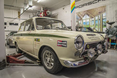 Macchine da corsa in un garage Immagine Stock