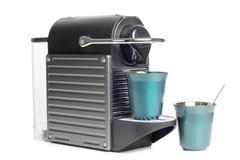 Macchine del caffè e due tazze Immagini Stock Libere da Diritti