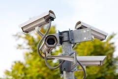 Macchine fotografiche del CCTV sulla giunzione Fotografie Stock Libere da Diritti