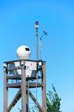 Macchine fotografiche di sistema di sorveglianza su una torre, Italia fotografia stock