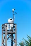 Macchine fotografiche di sistema di sorveglianza su una torre, Italia Fotografia Stock Libera da Diritti
