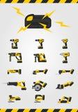 Macchine utensili senza cordone con la batteria su fondo bianco Fotografie Stock