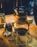 Macchinetta del caff? di Chemex su luce calda fotografie stock
