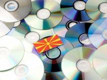 Macedońska flaga na górze cd i DVD stosu odizolowywającego na bielu Obrazy Stock