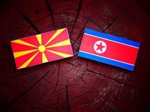 Macedońska flaga z koreańczyk z korei północnej flaga na drzewnym fiszorku Zdjęcie Stock